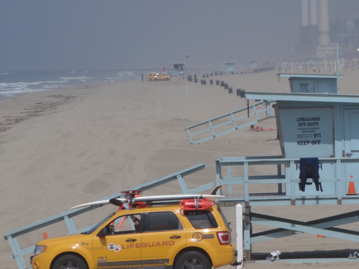 lifeguard-truck-near-mb-pier