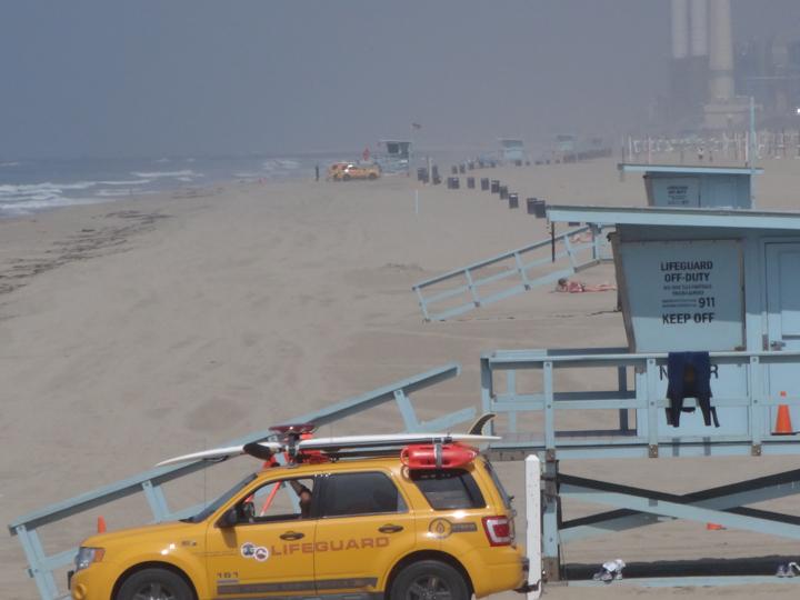 lifeguard-truck-near-mb-pier
