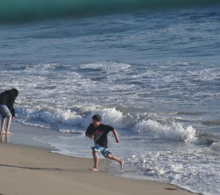 manhattan-pier-view-running-kid