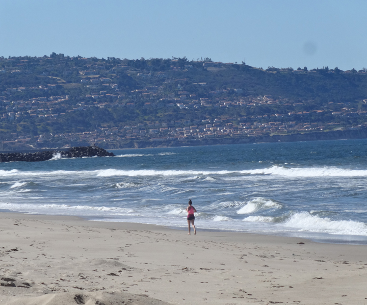 runner-windy-day-hermosa