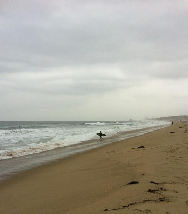 surfer-north-hermosa-pier
