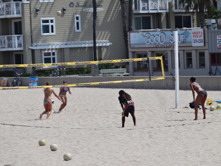 beach-volleyball-eye-on-the-ball