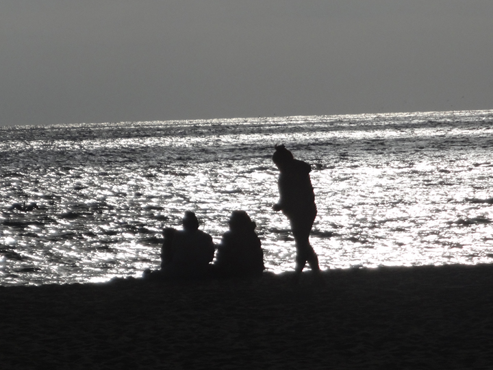 silhouettes-near-sunset-hermosa