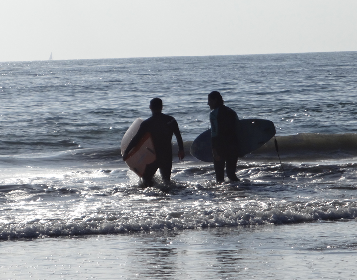 san-clemente-surfers-going-out