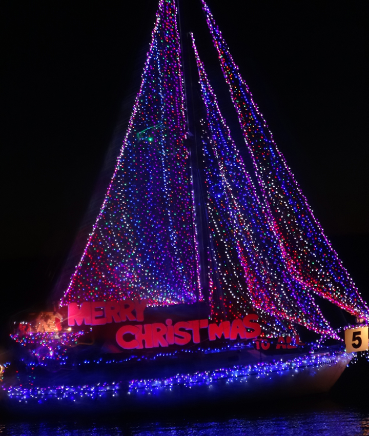 merry-christmas-boat-parade-kings-harbor