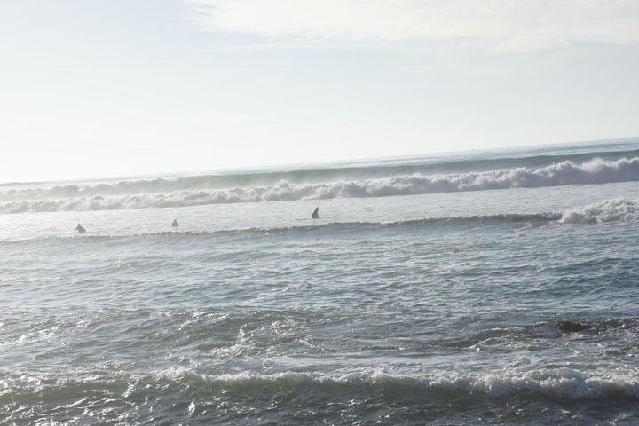 malaga-cove-sunny-surfers