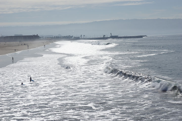 waves-pouring-in-hermosa