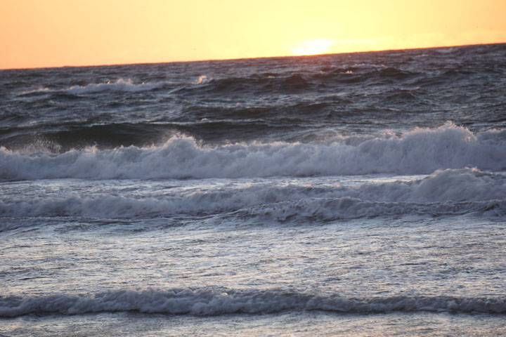 choppy-waves-at-sunset