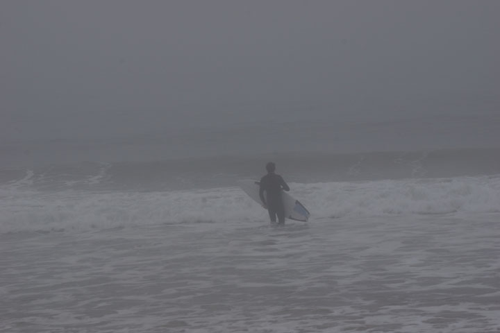 surfer-heading-fog-hermosa