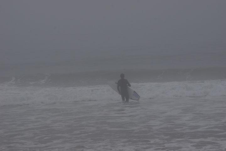 surfer-heading-fog-hermosa