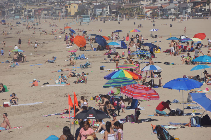 hermosa-busy-beach-day-march