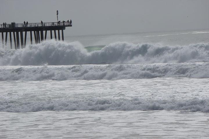hermosa-pier-after-rain-sunny-surf