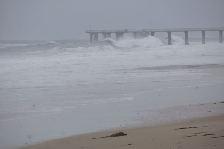 hermosa-pier-closed-high-surf
