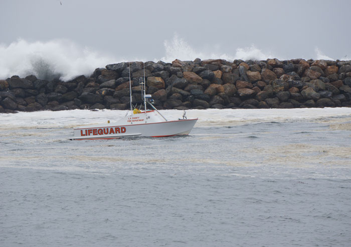 lifeguard-boat-redondo-harbor-high-surf