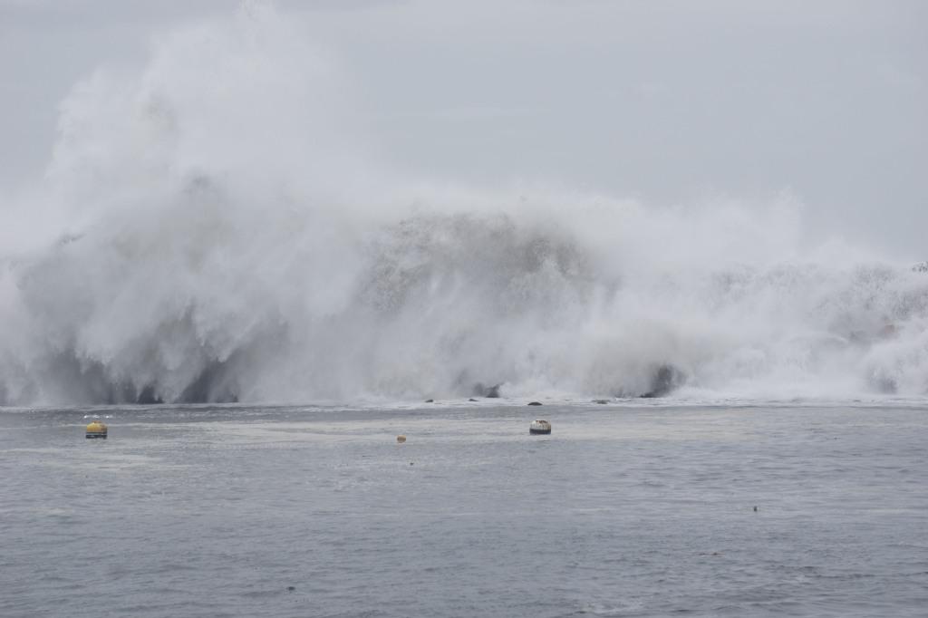 splash-redondo-harbor-stormy-weather