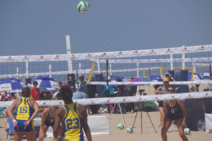 beach-volleyball-womens-collegiate-hermosa
