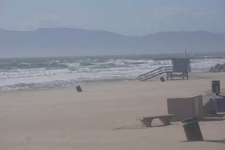 sand-everywhere-windy-el-porto-manhattan-beach