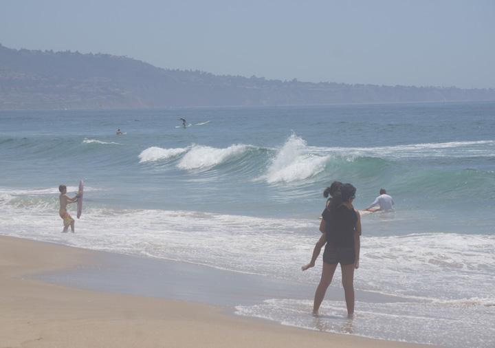 mother-child-surfs-edge-hermosa