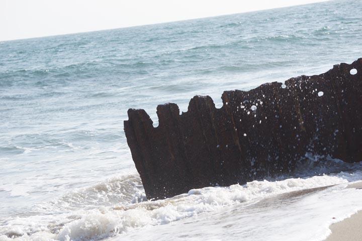 rusted-beach-fence-topanga-splash