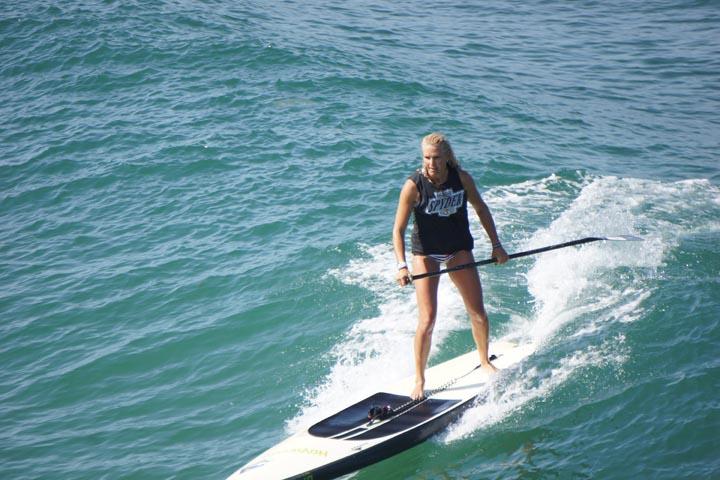 standup-paddleboarder-hermosa-pier