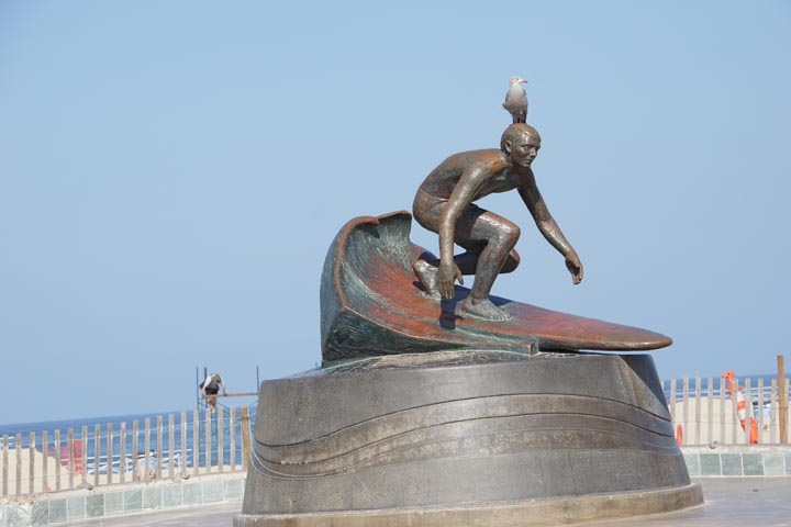 bird-surf-statue-hermosa