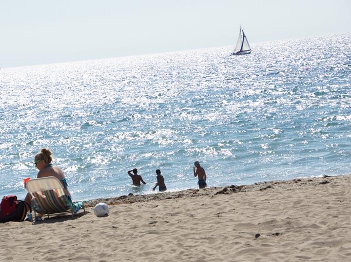 rat-beach-sunday-july-sailboat