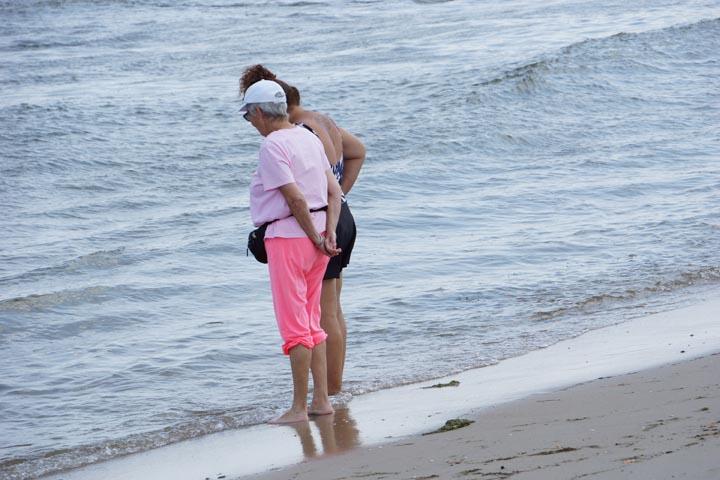 asbury-park-beach-goers