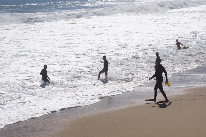 body-surfers-going-in-wedge-newport-beach-big-swells-hurricane-marie