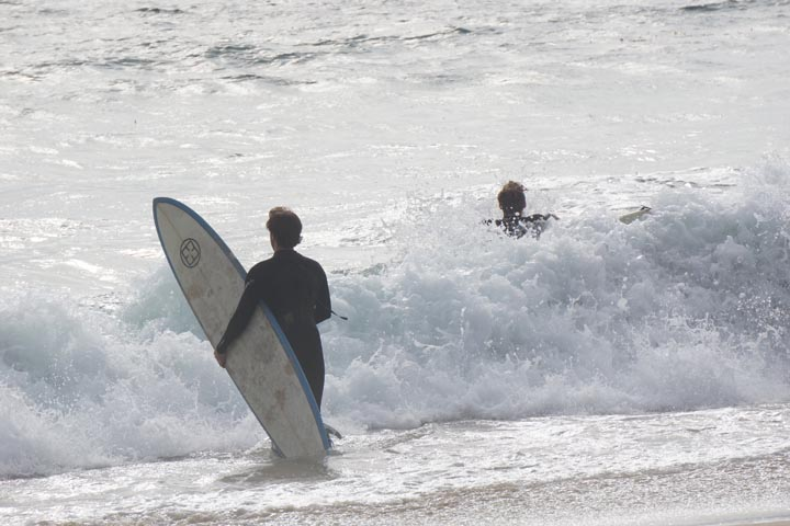 el-porto-surfer-guys-august-going-in