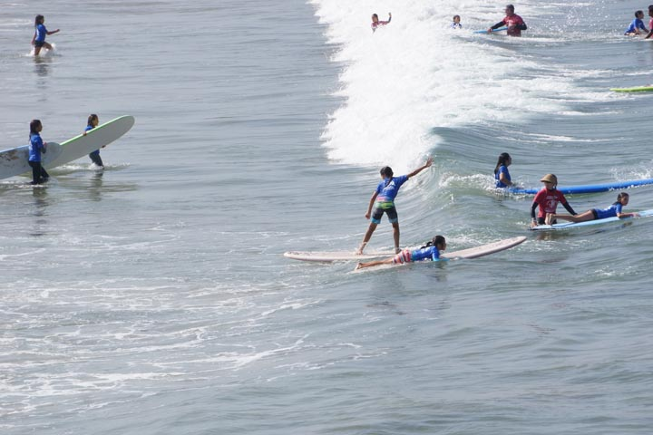 girl-learning-surf-class-hermosa