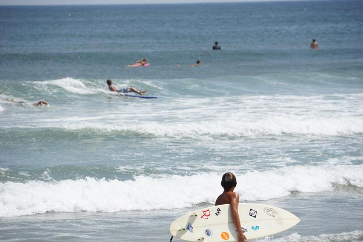 jersey-surfer-boy-surveying-wave-action
