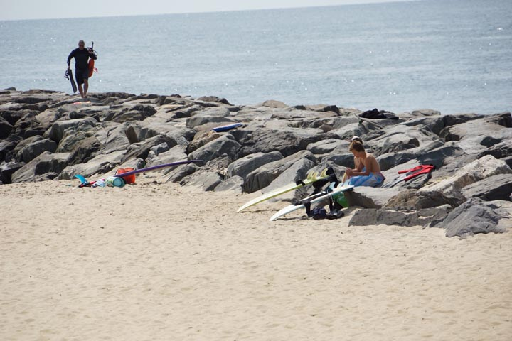 manasquan-surfers-with-boards-rocks