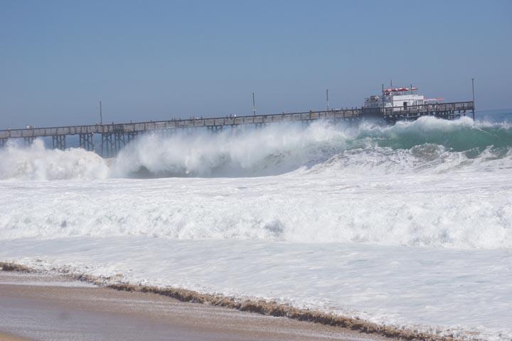 waves-pounding-balboa-pier