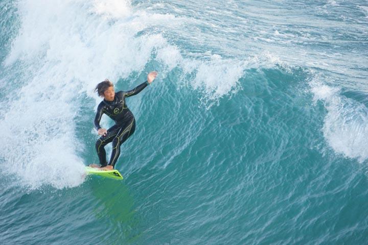 huntington-surfer-body-language