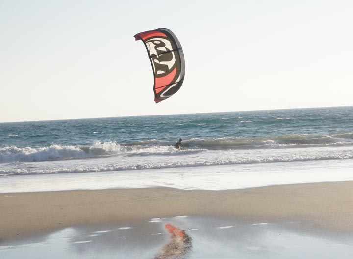 kite-surfing-mirror-image-huntington-beach