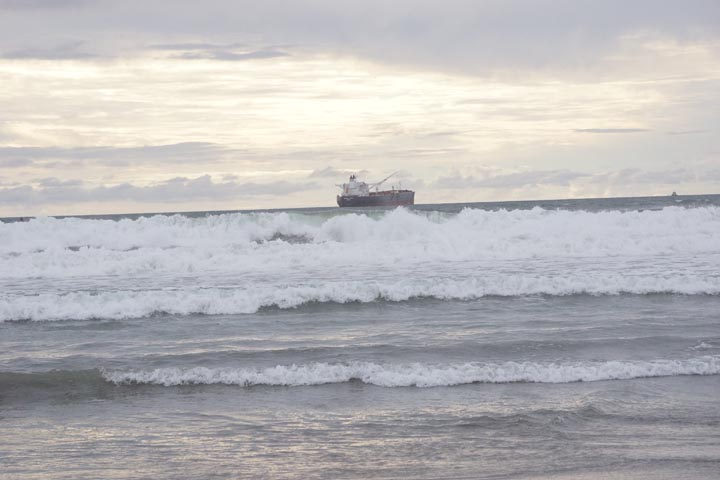 tanker-cloudy-day-dockweiler