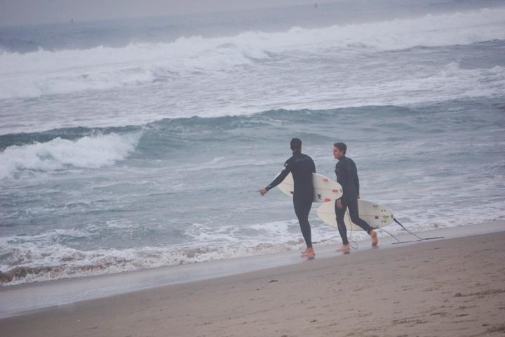 pair-surfers-winter-solstice-el-porto