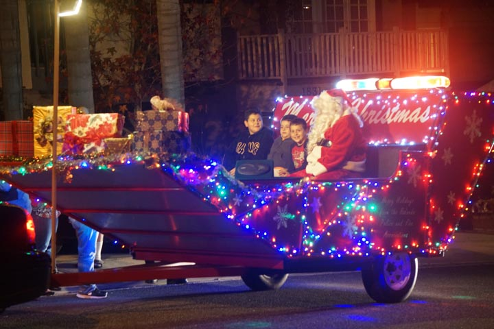 santa-visits-the-hood