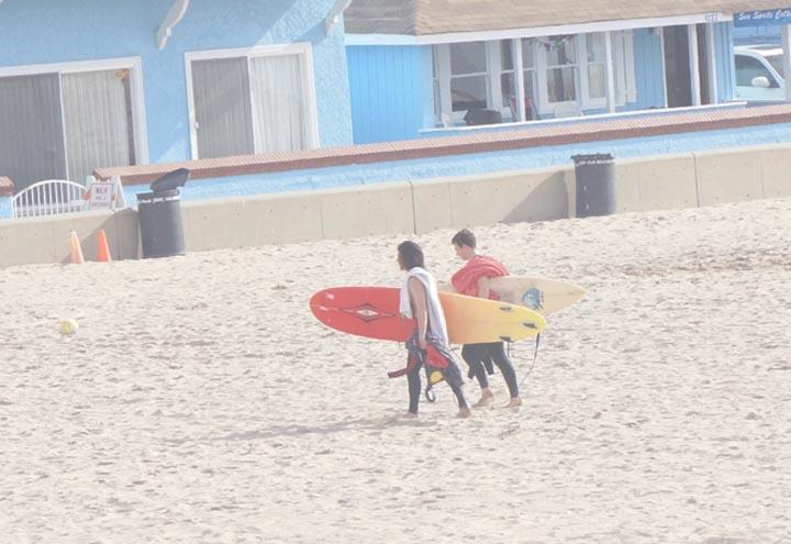 surfers-headed-strand-hermosa