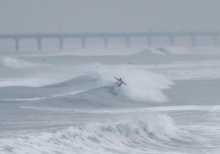 foggy-morning-surfing-north-hermosa-pier