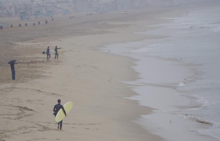 manhattan-beach-surfers-photog-rain