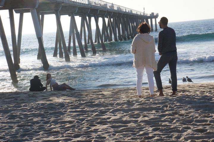 photo-shoot-by-hermosa-pier-onlookers