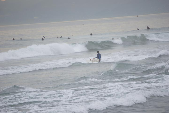surf-crowd-el-porto-jan
