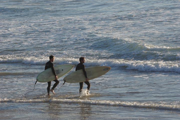 surfer-pair-manhattan-beach-friday-january