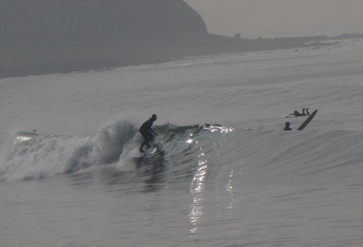 pv-surfers-malaga-hazy-day-feb-sun-glint