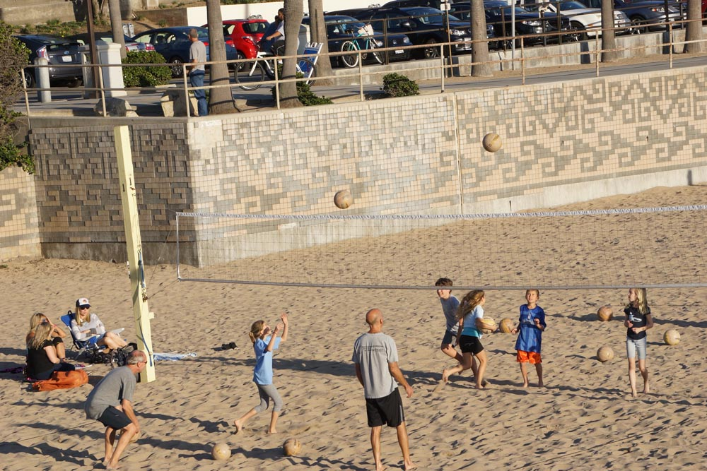 beach-volleyball-near-mb-pier