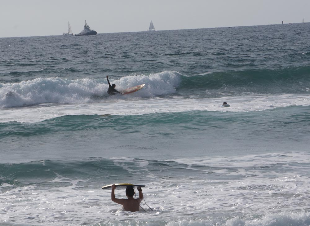 el-porto-surfers-boats-mid-march