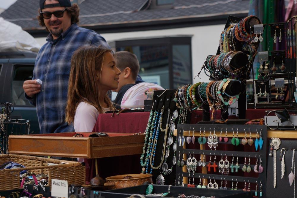 girl-jewelry-farmers-market