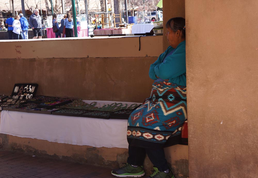 native-lady-corner-palace-governors-jewelry-santa-fe