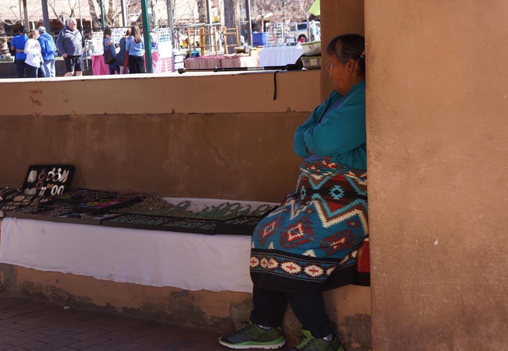 native-lady-corner-palace-governors-jewelry-santa-fe